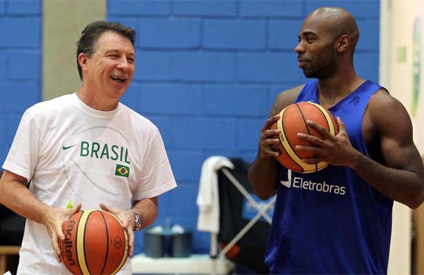Larry está novamente na lista de Magnano. Foto: Gaspar Nóbrega/Inovafoto/CBB