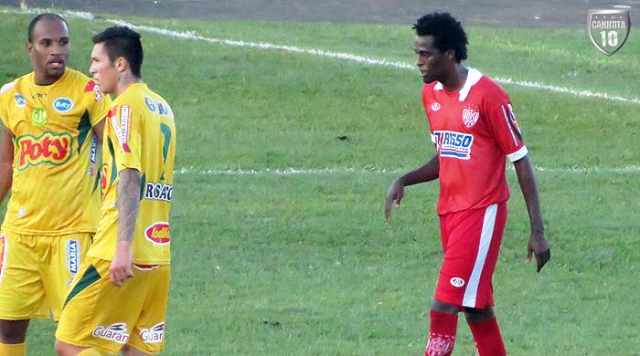 Rafael Muçamba durante a fatídica partida: detalhe para a novidade na manga, a marca PPA