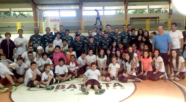 Quarta-feira animada e de muito esporte na escola. Fotos: Divulgacão A.A. FIB