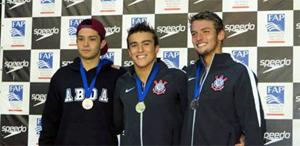 Leonardo Suzuki (primeiro à esquerda): três pódios
