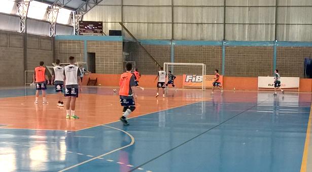 Equipe tem treinado incessantemente no ginásio Duduzão. Fotos: Divulgação/AA FIB