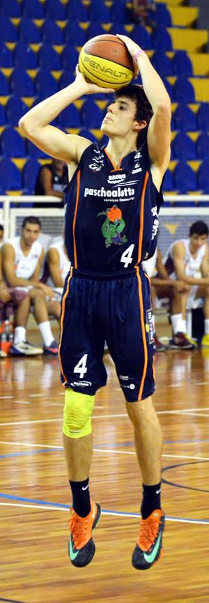 Defendendo o Dragão, Lucas Vezaro disputou duas edições da LDB e atuou no time principal nos Paulistas de 2014 e 2015. Foto: Caio Casagrande/Bauru Basket