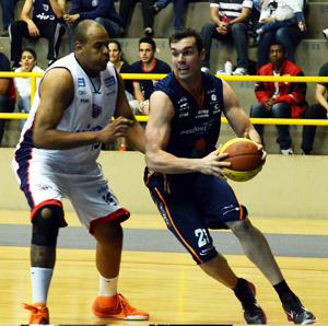 Murilo: mais um duplo-duplo. Foto: Caio Casagrande/Bauru Basket