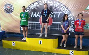 Giovanna no alto do pódio em sua mais recente conquista, em Lorena