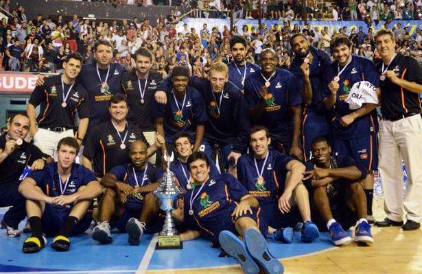 Equipe celebra o terceiro lugar. Foto: Caio Casagrande/Bauru Basket