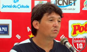 Sato, treinador da base e do profissional