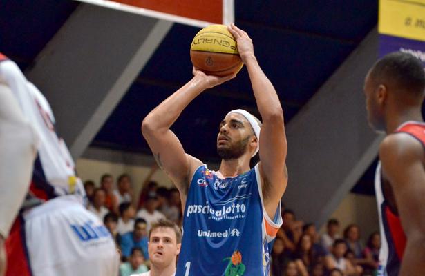 Jefferson: sétimo duplo-duplo em oito jogos. Fotos: Henrique Costa/Bauru Basket