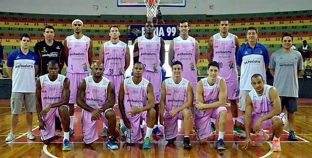 Guerreiros engajados no Outubro Rosa. Foto: Henrique Costa/Bauru Basket