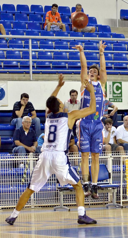 Ricardo: bola decisiva no quarto período. Fotos de Henrique Costa/Bauru Basket