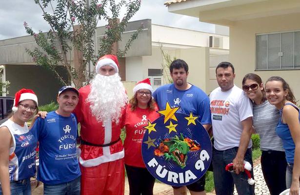 Mesmo no sufoco familiar, Murilo achou tempo para ser solidário no último Natal. Foto: Reprodução Facebook