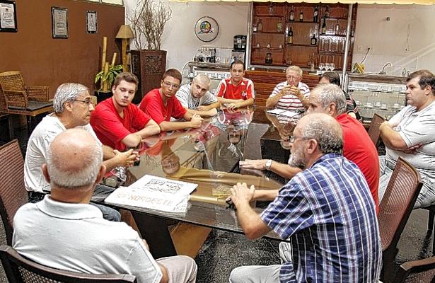 Reunião de torcedores na sede do JC: primeiro passo. Foto: Eder Azevedo/Jornal da Cidade