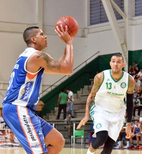 Hett: mais uma vez cestinha. Fotos: Henrique Costa/Bauru Basket