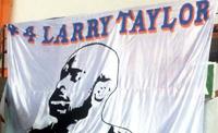 A homenagem da torcida Loucos da Central: só Larry tem. Foto: Reproducão/Loucos da  Central