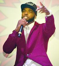 O cantor em ação. Foto: Divulgação LNB