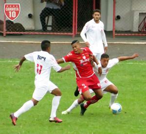 O artilheiro Hygor Silva foi caçado durante toda a partida