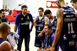 Demétrius teve um quebra cabeça nessa noite. Fotos: Caio Casagrande/Bauru Basket