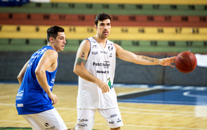 Bastão: com Ricardo fora, a bola está com Paulinho. Foto: Caio Casagrande/13 Comunicação/Bauru Basket