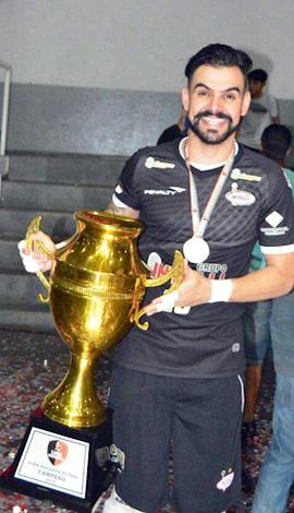 O experiente goleiro Thiago Soares chega para agregar experiência ao grupo
