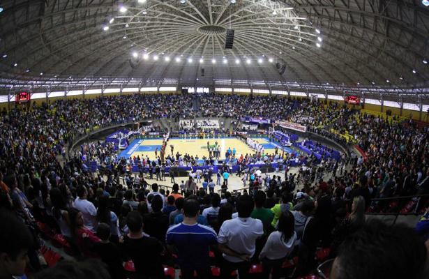 Ginásio de Marília ficou lotado na decisão do NBB 7. Foto: João Pires/LNB