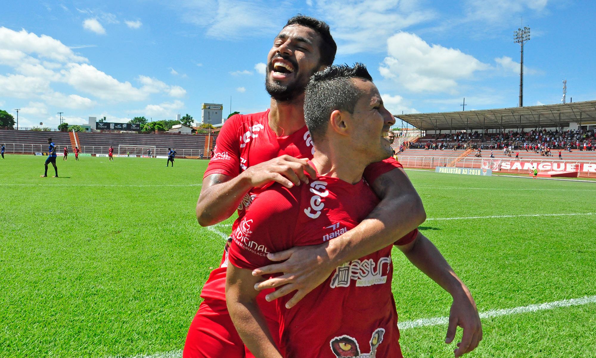 Jorge Mauá comemora gol sobre a Matonense